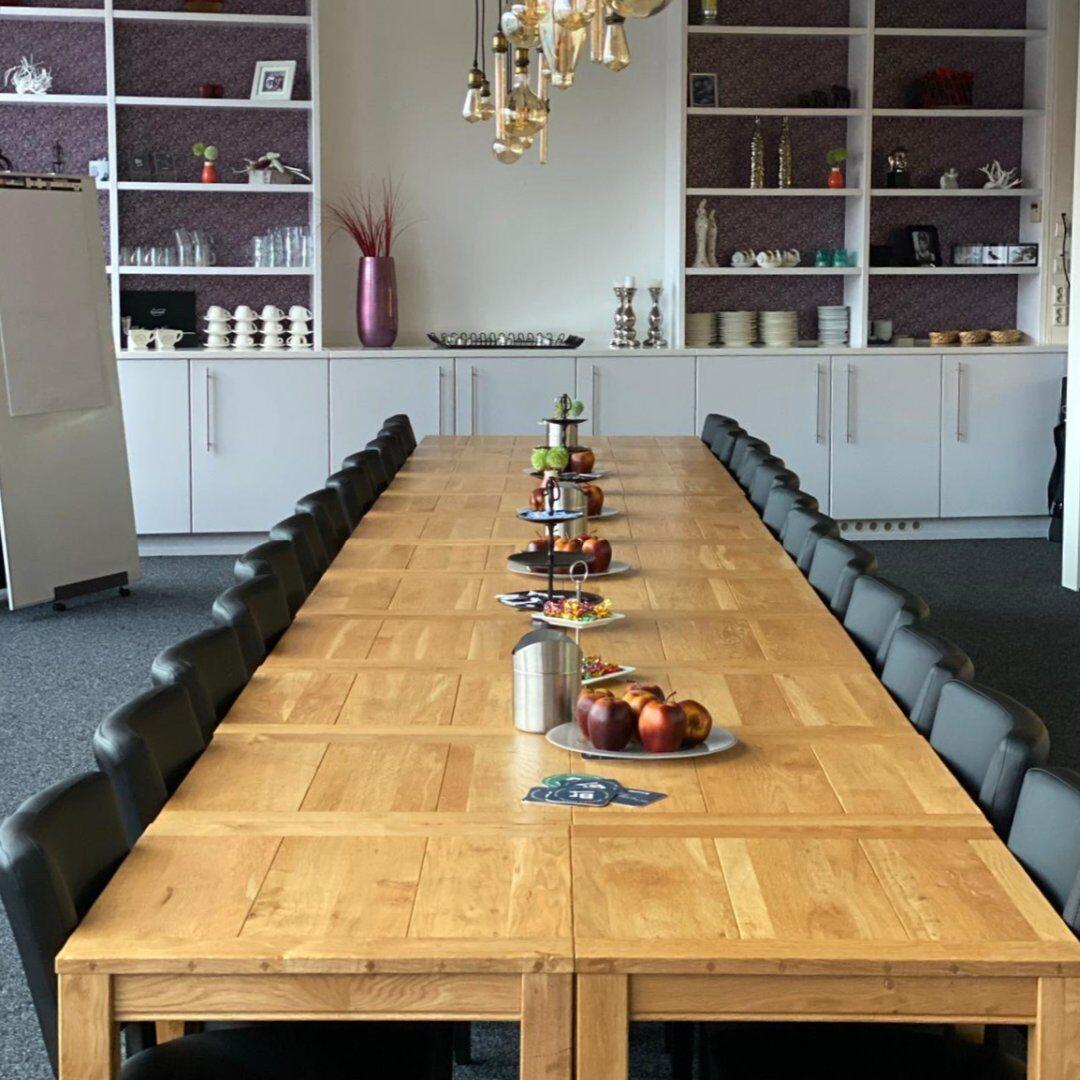 De vergaderzaal van BrasseRia in Dronten. Voor vergaderingen en groepen en iets te vieren of herdenken hebben.